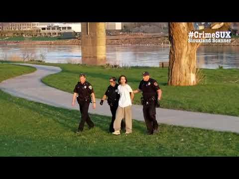 South Sioux City pursuit into Sioux City K9 apprehension at welcome center #CrimeSUX