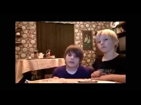 Niño le tira un armario encima a su hermano y casi lo mata!