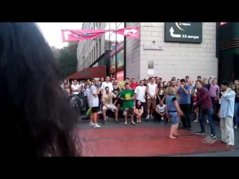Видео: Танцевальные батлы Крещатика, Вечерний Киев часть 3 - Dance Battles Khreshchatyk, Kiev Evening part3