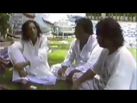 "Jaun Elia Rare Video - Reciting ""Koe talluq he na rahay"""