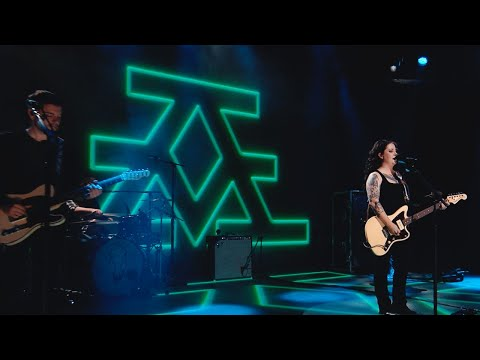 "Ashley McBryde Releases Live Performance of ""Voodoo Doll"""