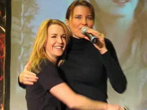 7 Minutes with Lucy Lawless & Renee O'Connor  1 Feb 2009. XWP Con