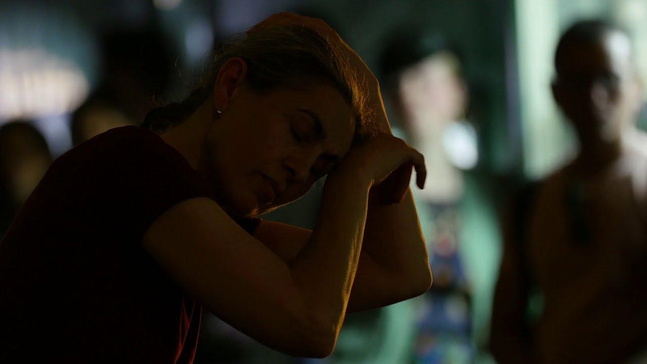 Claire Filmon performs Simone Forti's Sleep Walkers/Zoo Mantras