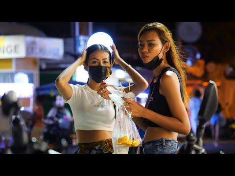 Pattaya Dongtan Beach on the Weekend - August 2021 Thailand 4K