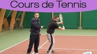 Réaliser un revers à main au tennis