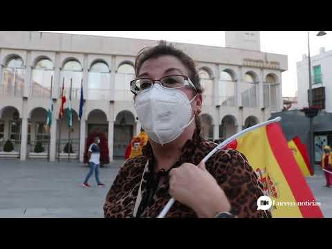 VÍDEO: En torno a 20 personas piden la dimisión de Pedro Sánchez en Plaza Nueva, siguiendo lo sucedido en otras ciudades