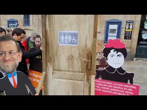 Colocan un váter público en Santiago para reivindicar la libertad de expresión