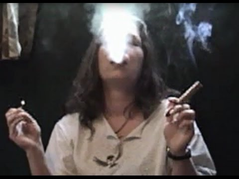 Mature Woman heavy smoking Cigars (+45 minutes!)