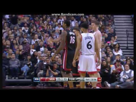 Raptors fans ovations for James Johnson - Toronto Raptors vs. Miami Heat - NBA - 04/11/2016