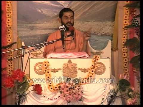 A spiritual leader narrates Bhagwat Geeta