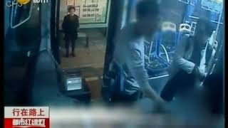 海南:非站点上车被拒,奇葩男掌掴公交车司机