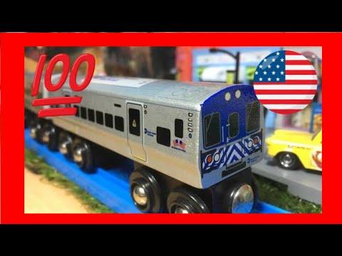Metro-North Commuter Railroad MTA MNRR 2-car Set  Munipals Wood Trains (03964)
