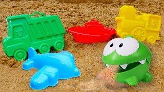 Іграшки Ам Ням і Машинки на пляжі - Великий збірник для дітей