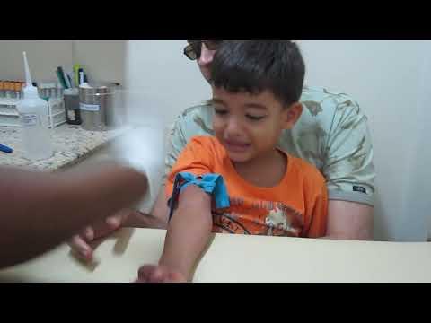 Как берут кровь из вены у малышей