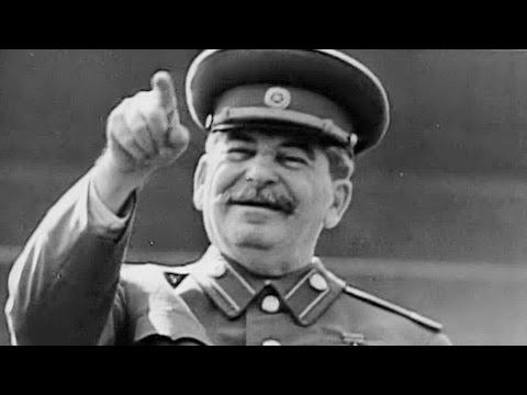 Сталин танцует на параде!