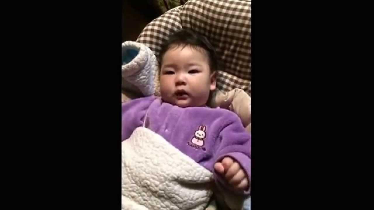 振る を 赤ちゃん 頭