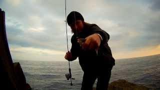 Смарида (spicara). Черноморский окунь на ультралайт. Морской джиг (Rockfishing) или рыбалка в Ялте.(Осень, время, когда окунь подходит к побережью и является объектом ловли различными способами, поплавок..., 2013-10-22T15:45:29.000Z)