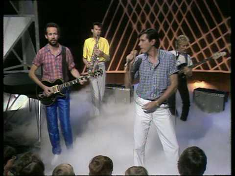 Oh Yeah (On The Radio), Live on Top Of The Pops - Roxy Music (Official Video)