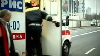 Пешеход пробил своим телом стекло | ДТП в Киеве