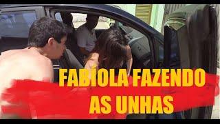 FABÍOLA FAZENDO AS UNHAS!!