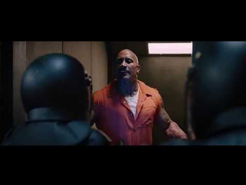 Luke Hobes e Ian Shaw luchan en prisión   Rápidos y Furiosos 8 (2017) Castellano HD