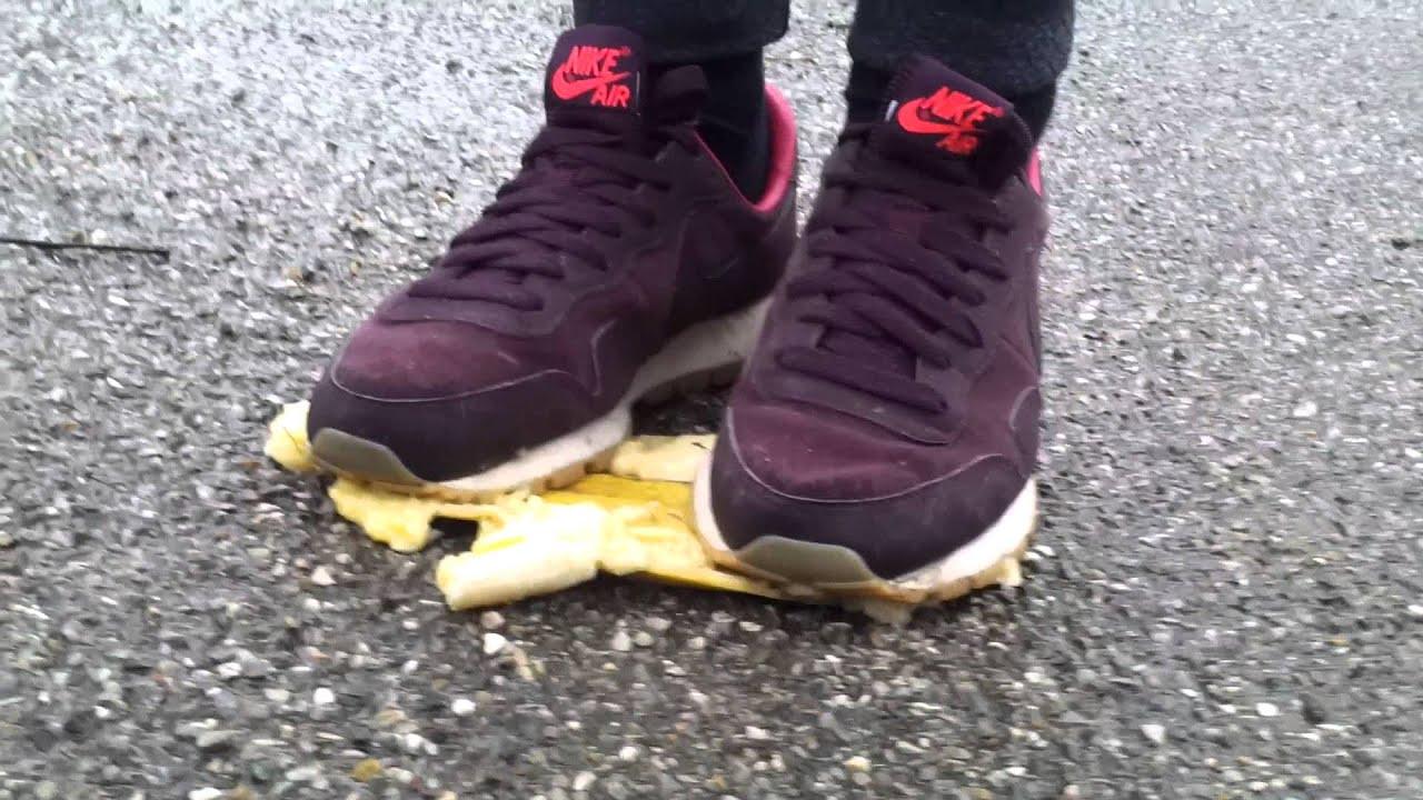 A banana vs. vintage Nike Pegasus ???????? ????? ?????????