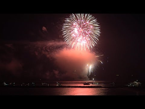 CDM Newport Beach, CA, Fireworks, 7/4/2017 - Part 1 (4K@30p)
