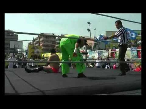 Orange Caterpillar vs Willy G.wmv