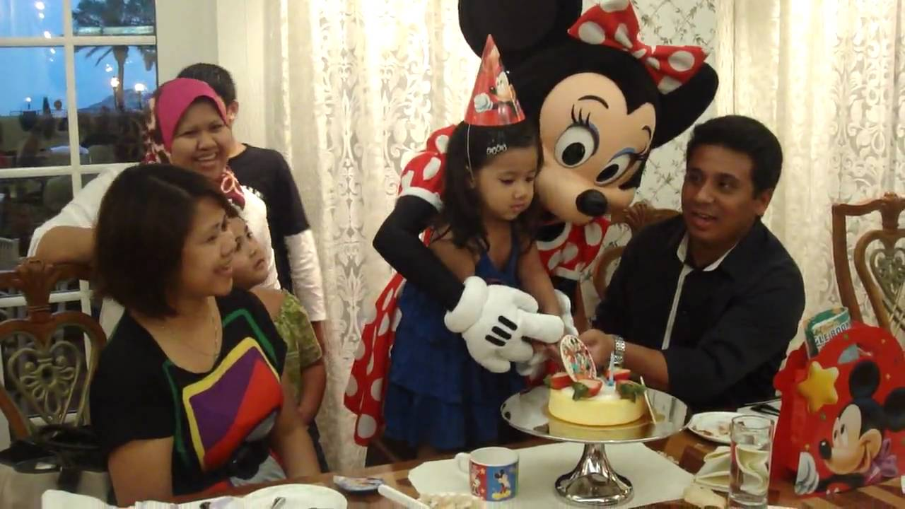 Shy birthday party with minnie mouse @ hong kong disneyland - YouTube