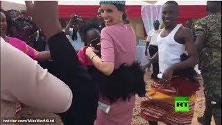 ملكة جمال العالم تؤدي رقصة مثيرة أمام الأوغنديين