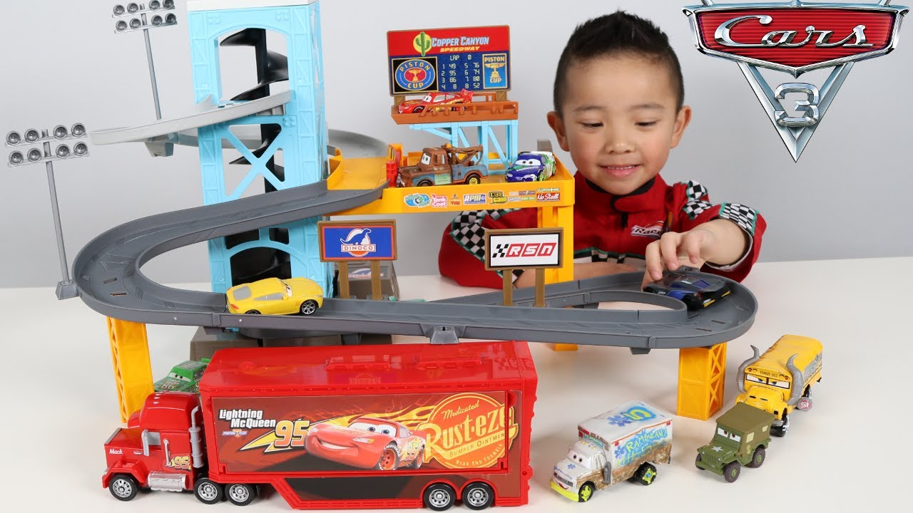 Piston cup motorized garage disney cars 3 toy unboxing fun for Garage auto frontignan