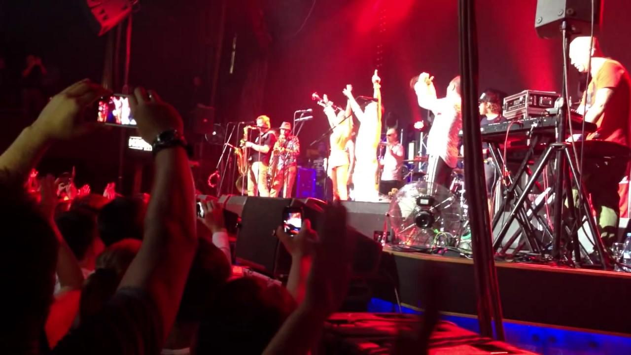 Noize голый на сцене