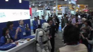 2011国際ロボット展に 矢口史靖監督とロボット「ニュー潮風」がいきなり...