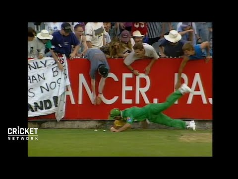 Brilliant fielding by a young Ricky Ponting