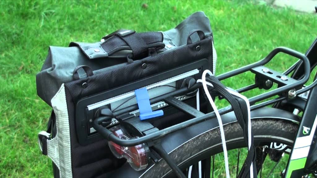 Thule Bike Rack >> Thule Pack 'n Pedal Commuter Pannier - YouTube