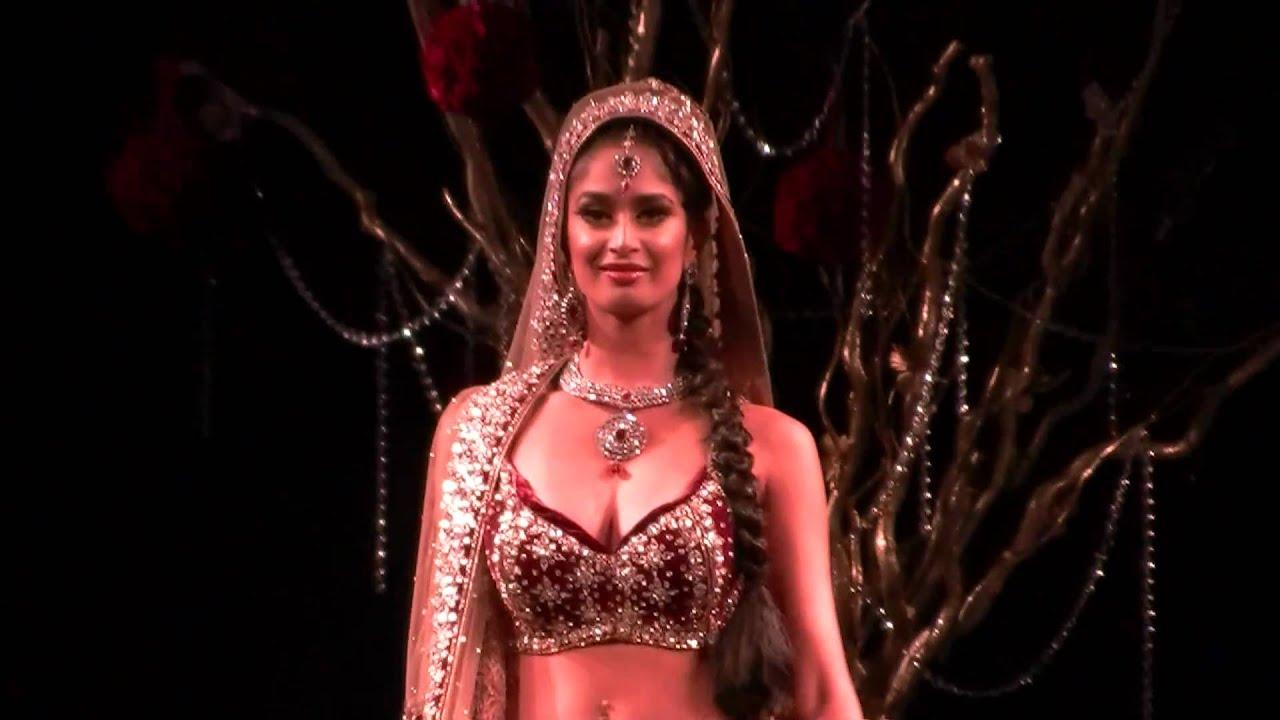 Beautiful Indian Wedding Gown (Grand Wedding Show 2010) - YouTube