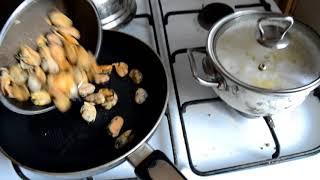 Как приготовить замороженные мидии со спагетти.