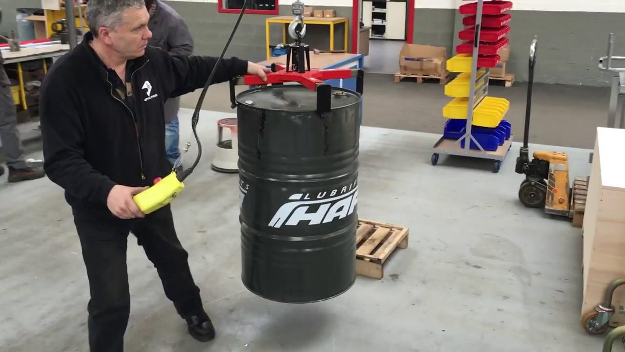 Pinza automática para manipular bidones de metal y plástico