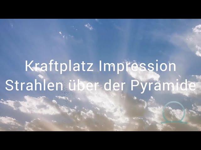 Kraftplatz Impression Strahlen über der Pyramide