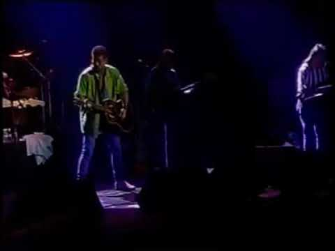 billy-ray-cyrus-performing-she's-not-cryin'-anymore-live-in-new-york-city-(1992)