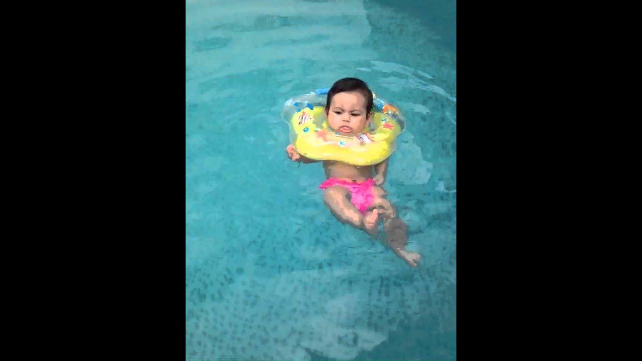Donatella b ia pesco o para beb youtube for Piscina bebe con parasol