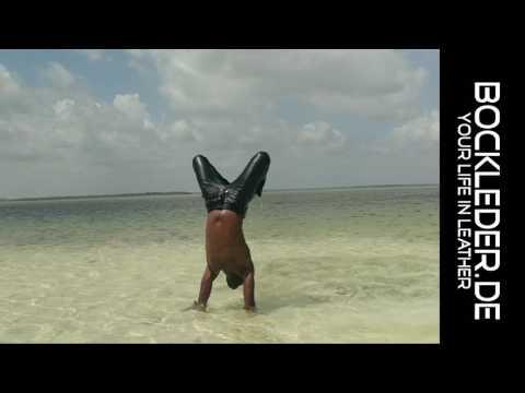 Hakuna Matata in Bockle Lederhose Lederjeans Leather Pants Zanzibar