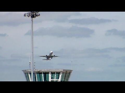 Dramatic Moment Passenger Jet Aborts Landing