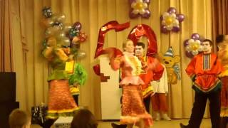 Русские народные танцы на юбилей школы(Воспоминания старика Хоттабыча, танцы с его друзьями., 2011-11-26T19:02:35.000Z)
