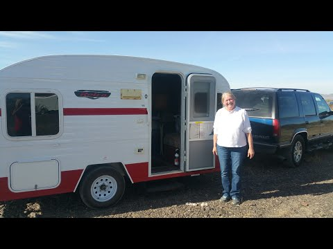 Jennifer's 2014 Retro Travel Trailer – Full time van life
