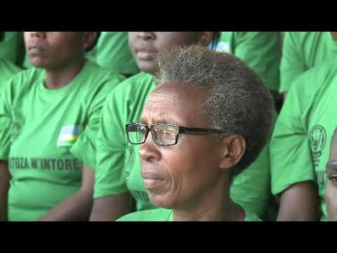Ministre w'intebe Murekezi yasezeranije abarezi ko leta izabongerera imishahara
