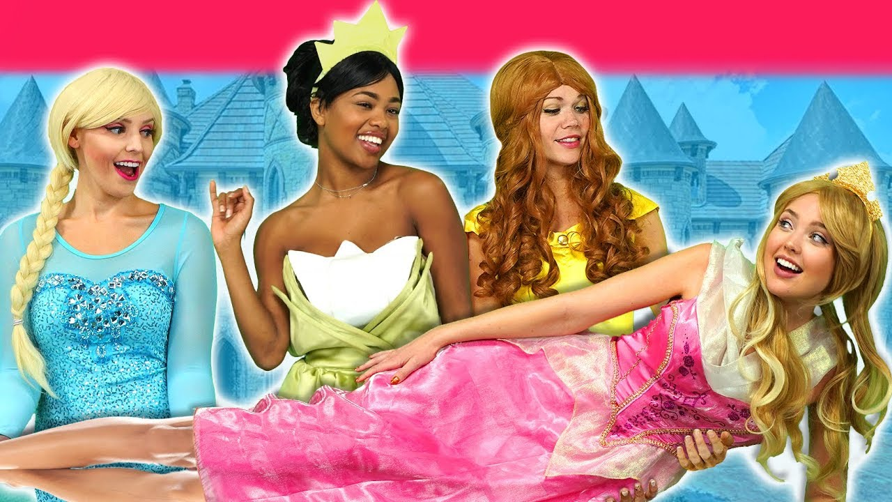 SLEEPING BEAUTY AURORA SAVED BY DISNEY PRINCESSES. (After Maleficent's Wedding) Pretend Play