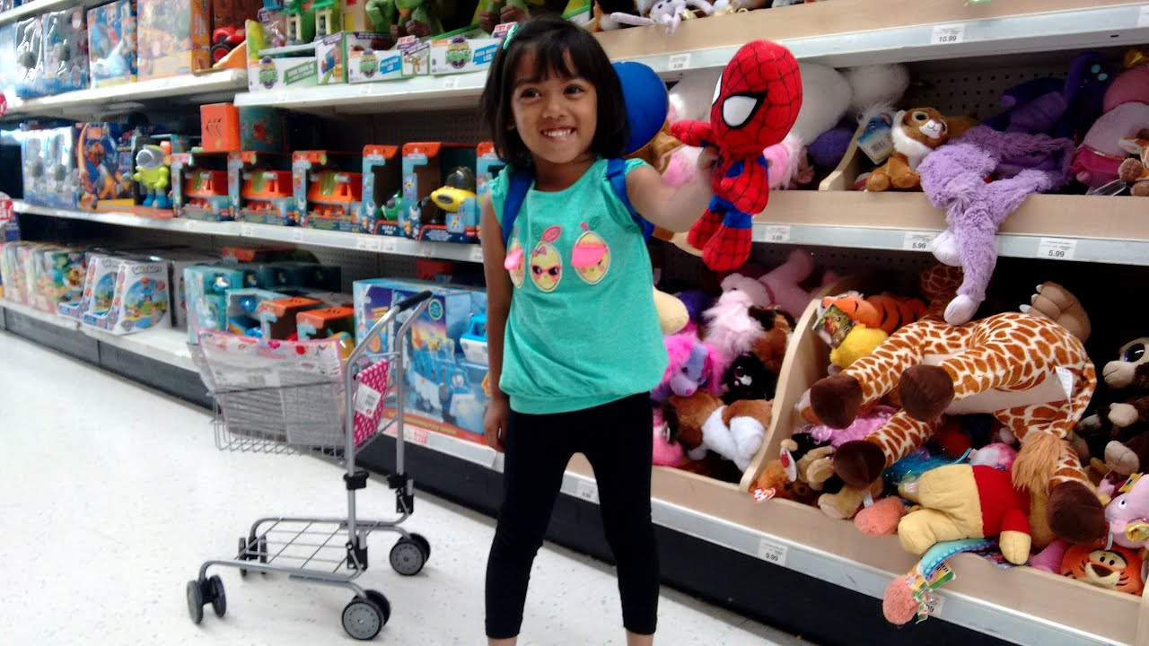 Frozen Toys R Us : Amazing little girl goes toy shopping at toys r us part