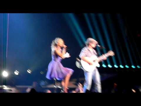 Im Yours  Taylor Swift & Jason Mraz  Staples Center  Los Angeles  082411