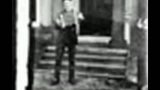 Самый первый фильм в мире Аккордеонист (1888)